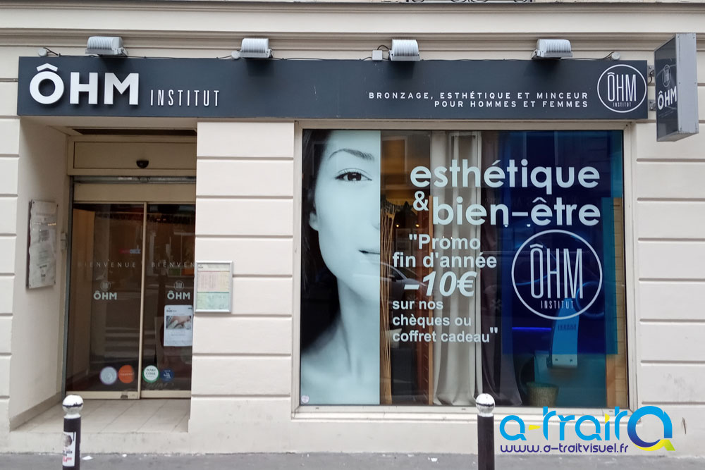 Habillage lettrage découpé, impression numérique, adhésif translucide bleu. Paris (75)